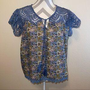 NWT Jennifer & Grace Blur Floral Cotton Crochet Split Neck Tassel Top Small
